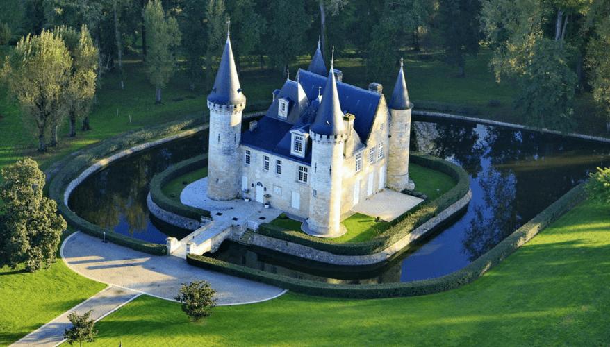 Chateaux D'Agasacc