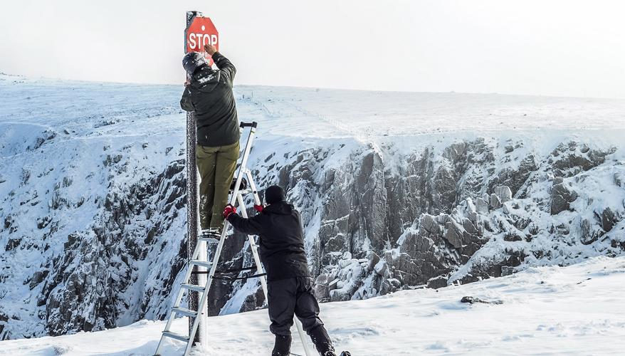 Ski warning sign